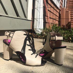Juicy Couture Tie Up Pump Sz 8.5